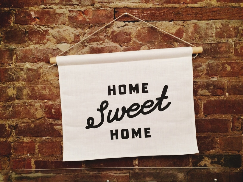 A home sweet home sign.