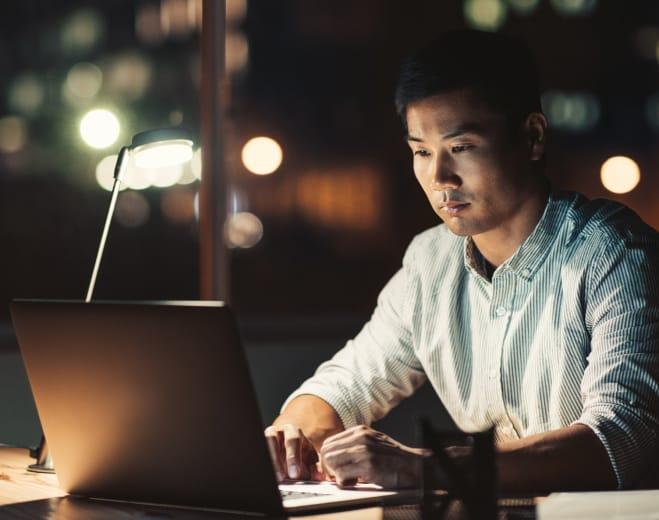 suit-man-working-desktop